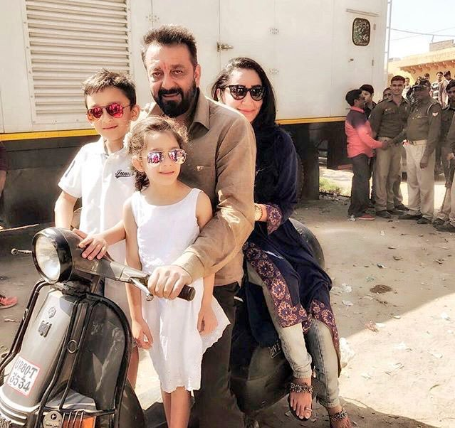 Sanjay dutt with wife and kids on bhoomi sets