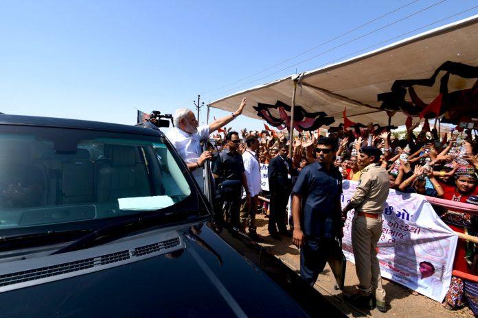 PM Narendra Modi haults his convoy to give passage to ambulance
