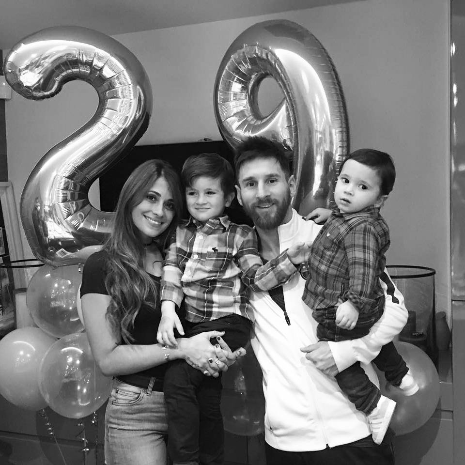 Lionel Messi marries longtime girlfriend Antonella Roccuzzo