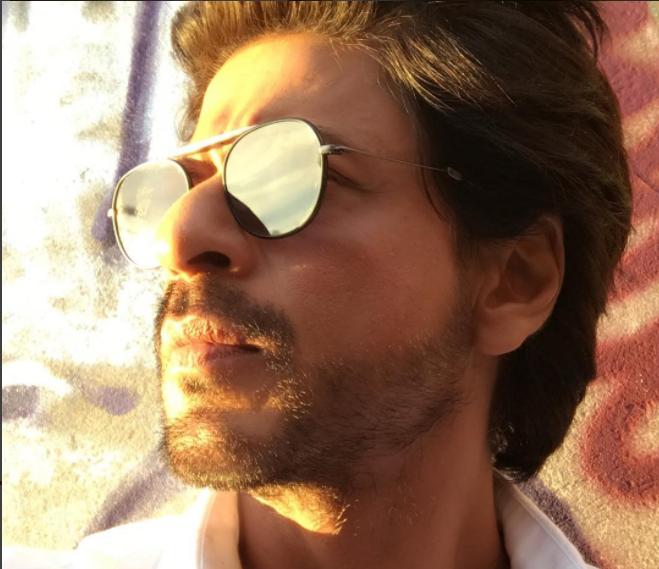 Fans teasing Shahrukh over Salman's movie Tubelight