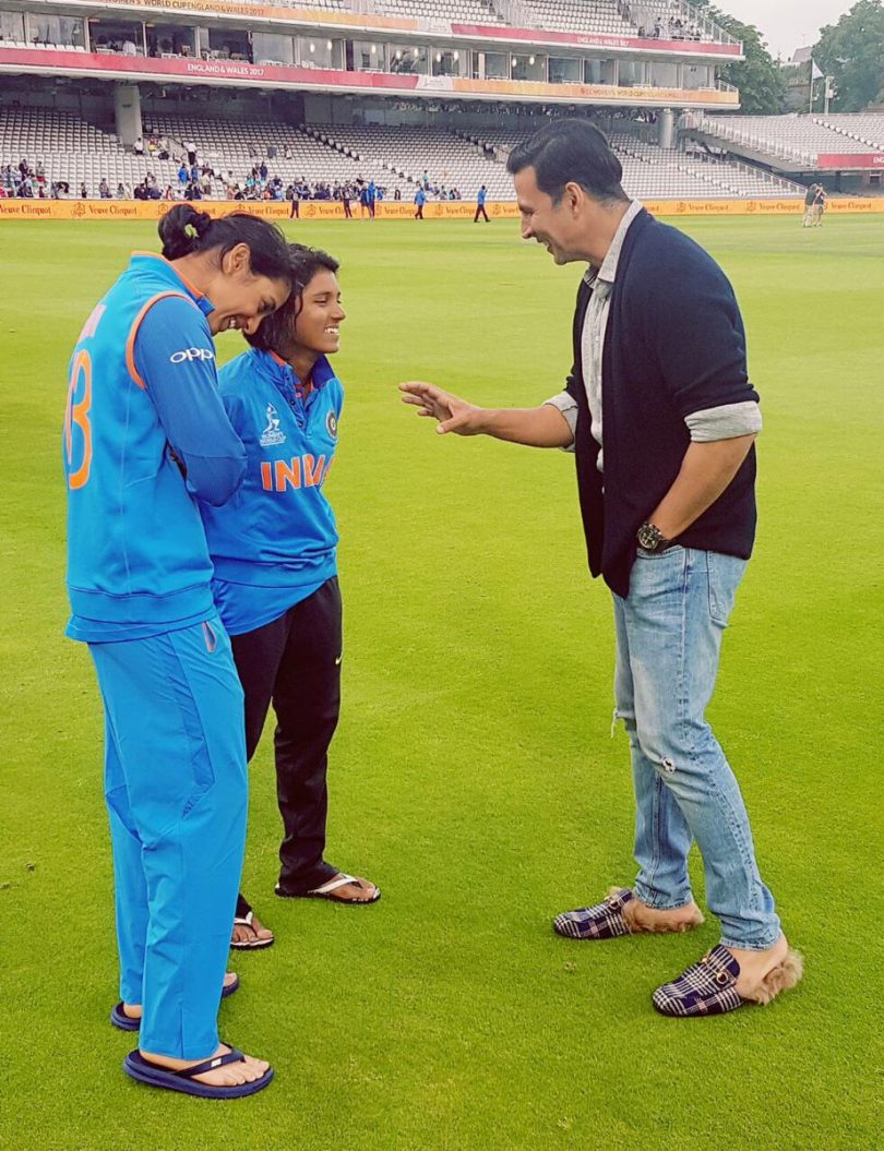 Akshay Kumar apologies for holding tricolour wrongly at ICC Women World Cup final