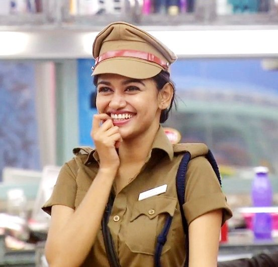 Big Boss Tamil : Oviya Turn into Favourite Contestant and a New Sensation in Tamil Nadu