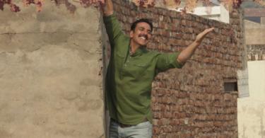 Baadshaho: Esha Gupta flaunts her 70s avatar