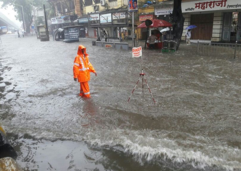 It will take more than a raincoat or an umbrella to save oneself from these kind of blessing from the sky. A heavy rain is not unusual in Mumbai at the time of Ganesh chaturthi but the rate of hurroundous high tides is impeccable this year. Weather officials have strictly advised people to not go near the sea.
