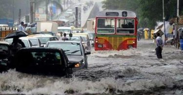 Live: Mumbai rains make the entire city a brown river. According to weather officials, this is the worst bout of rain since July 26, 2005. On that day the city of Mumbai was flooded and cars were stranded on the roads with people in it. Many areas of the city are under a lockdown now because of waist high water and vehicles not able to move.