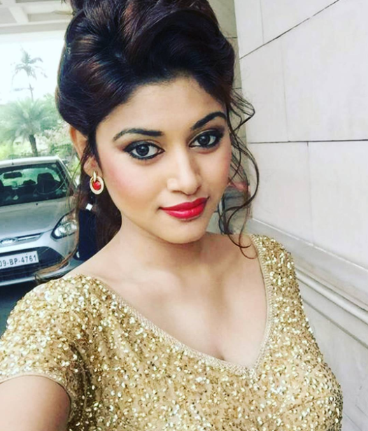 Bigg Boss Tamil contestant Oviya decides not to return to the show: Watch the video here