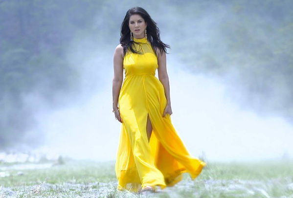 Sunny Leone looks extremely stunning in this yellow dress which complements her fair complexion.
