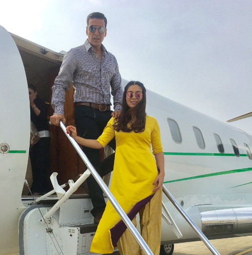 Toilet Ek Prem Katha : Akshay Kumar takes part in cleanliness drive along with Yogi Adityanath