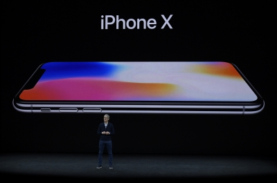 US senator raises privacy fears over Face ID in iPhone X