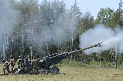 M-777 howitzer's barrel bursts during trials