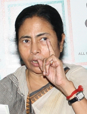 Mamata calls for shutdown withdrawal, permanent solution to hill problem