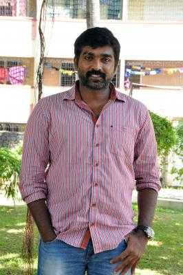 Vijay Sethupathi's lady get-up from 'Super Deluxe' released