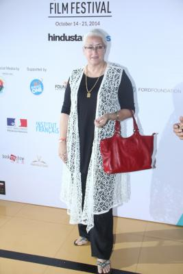 Nafisa Ali to play Sanjay Dutt's mother in 'Saheb Biwi Aur Gangster 3'