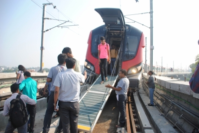 SP workers protesting against Lucknow Metro disruption cane-charged