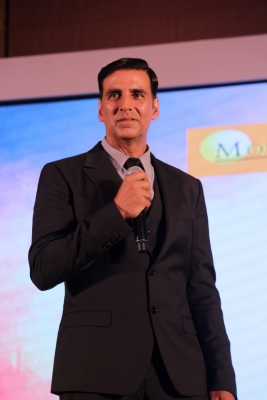 Akshay keeps Charlie Chaplin's photograph in his wallet (TV Snippets)