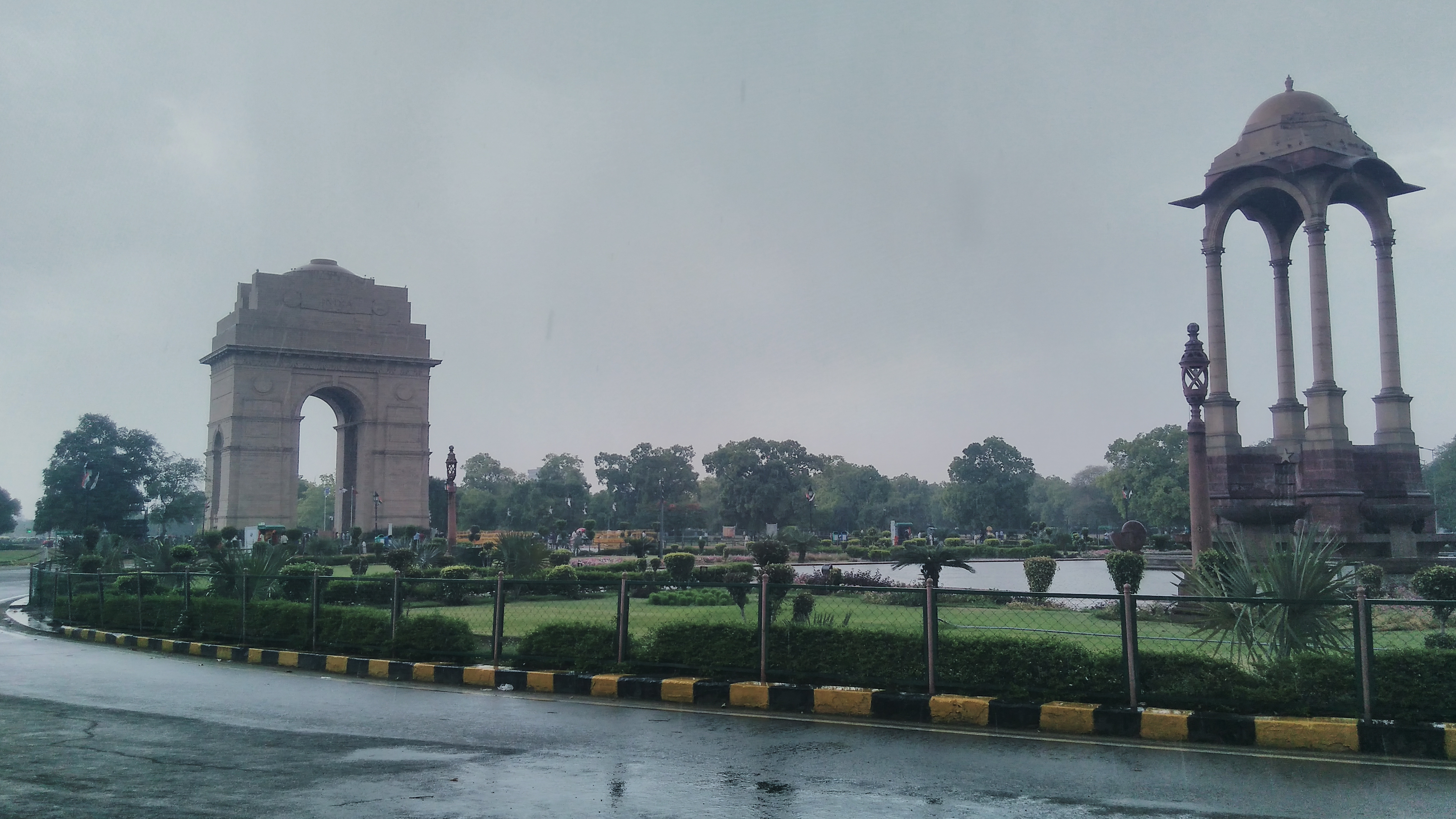 Delhi weather updates: Heavy rain cools down the temperature on this weekend