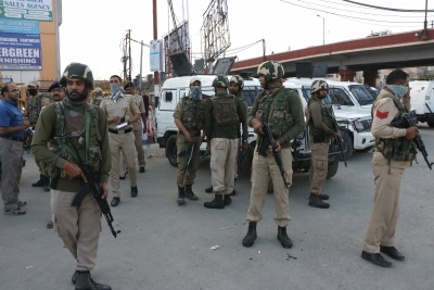 Six injured in Srinagar grenade blast
