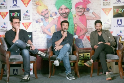 'Poster Boys': Frothy entertainer with mass appeal (IANS Review, Rating: **1/2)