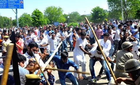 BHU protest turns violent with lathicharge on students and girls too