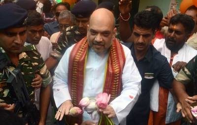 Amit Shah has lunch at BJP worker's house, interacts with family