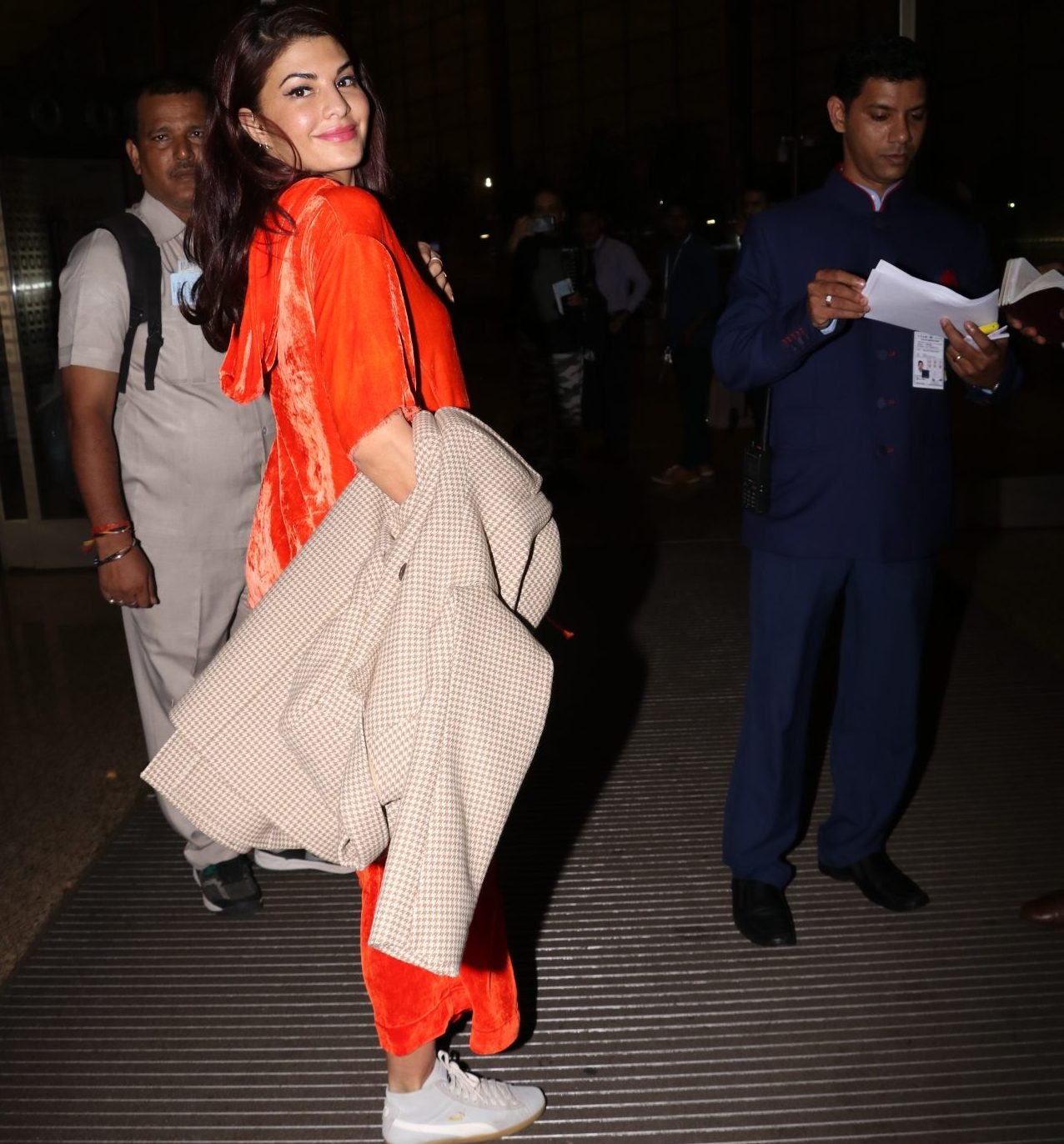 Jacqueline Fernandez who is a model turned actress has been captured at an Airport where she looks charming in this fluorescent orange hoodie. The actress was last seen in the movie A Gentleman along with Sidharth Malhotra where they both shared a sizzling chemistry with each other