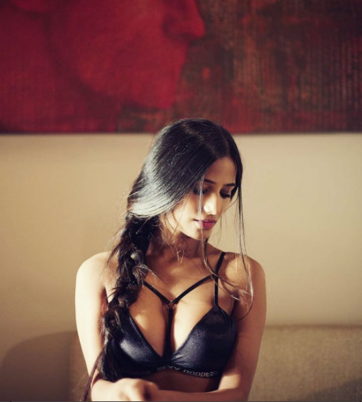 Poonam Pandey shares her hot pictures from her vacation in Singapore