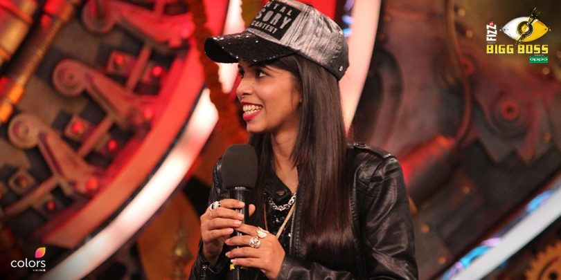 Bigg Boss 11 Hina Khan says that there are Lice in Dhinchak Pooja's hair