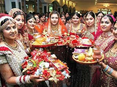 Karwa Chauth 2017: Date, Vrat Katha and Puja Vidhi