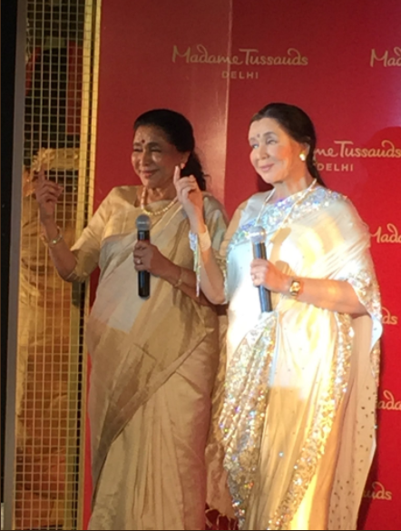 Asha Bhosle unveils her wax statue at Madame Tussauds in Delhi
