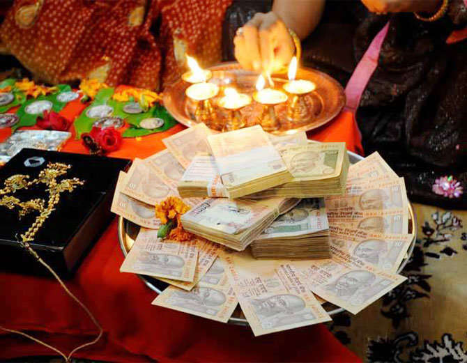 Dhanteras 2017: Puja Vidhi, Mantra in English and Muhurat today