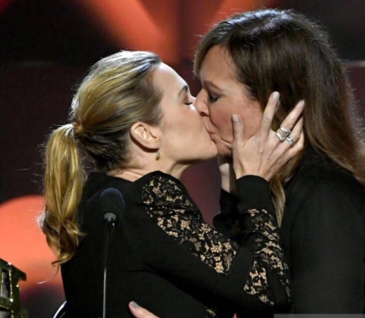 Kate Winslet and Allison Janney shared onstage kiss in Hollywood film Awards