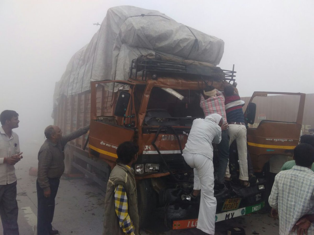 10 cars collide on Yamuna Expressway due to smog, several injured