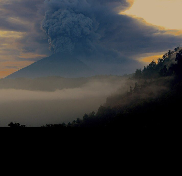 Bali: Volcanic eruptions cause alert, flights cancelled