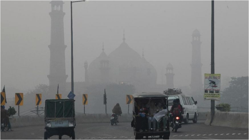 Delhi smog chokes the city again with toxic air; Children's advised to wear masks