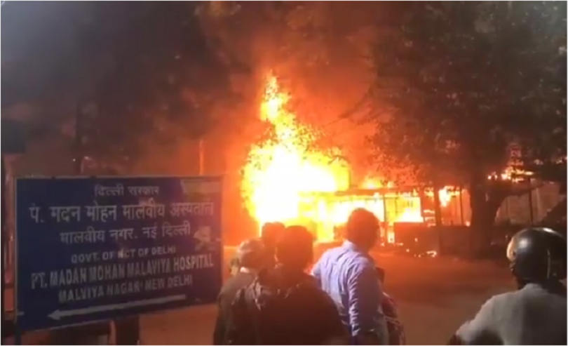 Fire erupts in South Delhi's Malviya Nagar market at midnight, No casualties reported