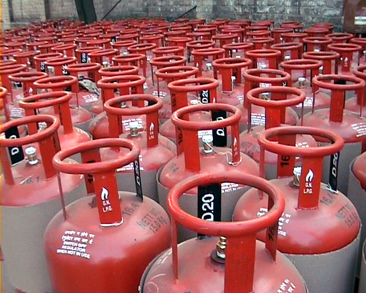 Prices of non-subsidised LPG cylinders hiked by Rs 93-94