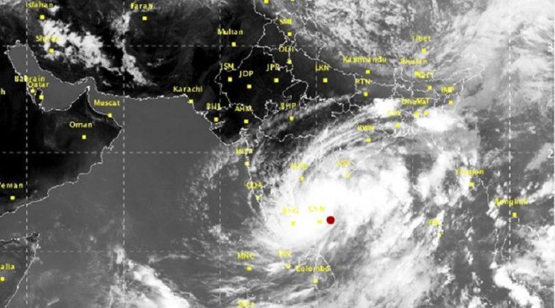 Cyclone Ockhi updates: 8 killed in Kerala and Tamil Nadu, Heavy storm heads to Lakshadweep