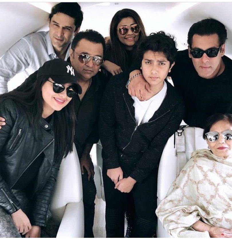 Salman Khan and Sonakshi Sinha visit Delhi for Dabangg tour