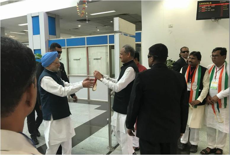 Gujarat Assembly elections 2017: Congress senior leader Manmohan Singh visits Surat