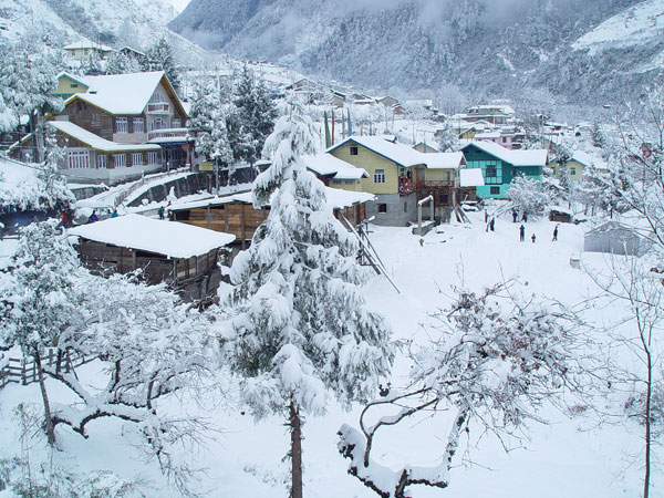 Intense cold wave conditions in North India due to Snowfall