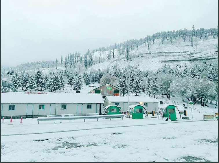 Manali Cheers up with Season's First Snowfall