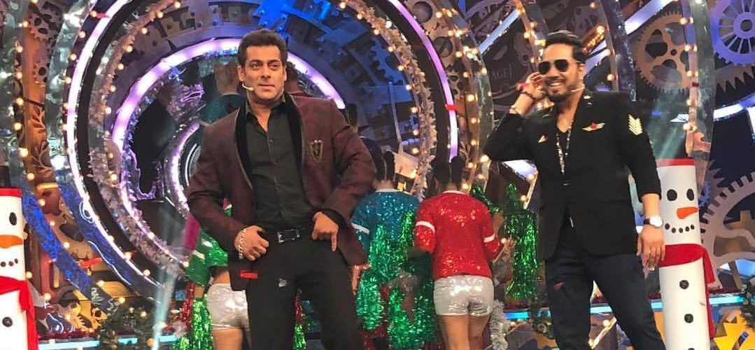 Big Boss 11: Mika enters in the house as Santa Claus with lot of entertainment