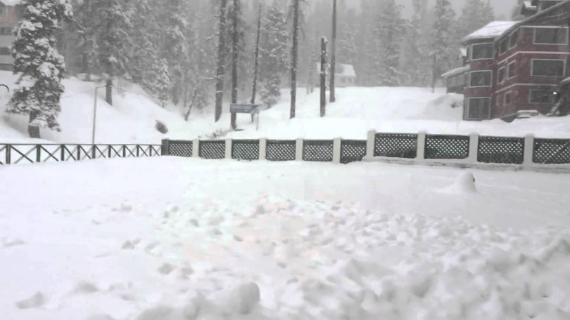 Heavy Snowfall in Kashmir, helicopter service of Vaishno Devi is stopped