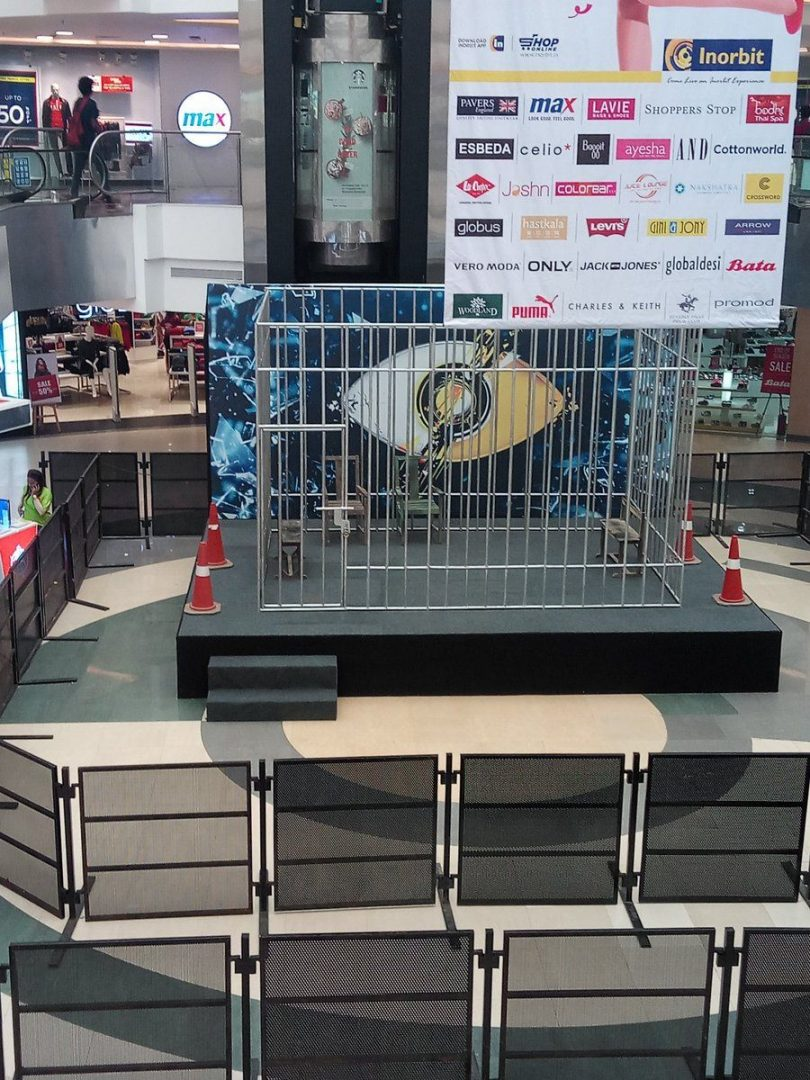 Bigg Boss 11: Fans crowd Inorbit Mall, Vashi to get a look at their favorite contestants