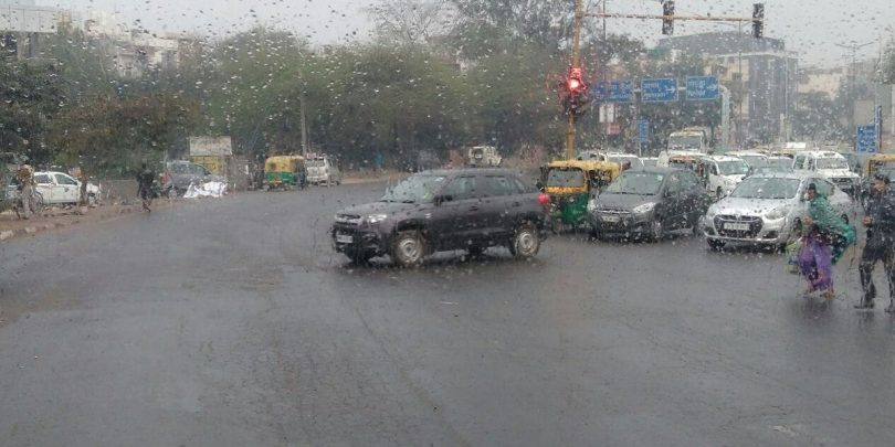 Delhi Temperature dips; Cold weather again strikes the city