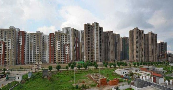 Twitterati pours Noida Needs To Answer; Alleges Noida Authority for forcing builders