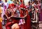 Lathmar Holi celebration begins in Barsana