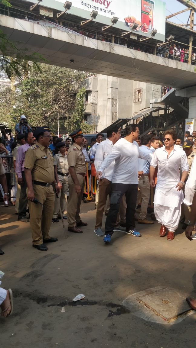 Shahrukh Khan arrives at Shree devi's funeral