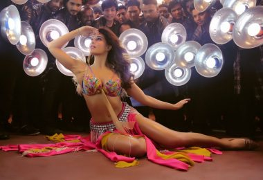 Baaghi 2: Jacqueline Fernandez oozes sex appeal in the Ek Do Teen promo clip