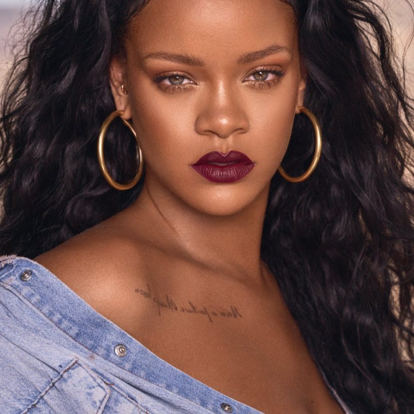 Rihanna boycott Snapchat due to make a game over him, Share market reduced 4.7%